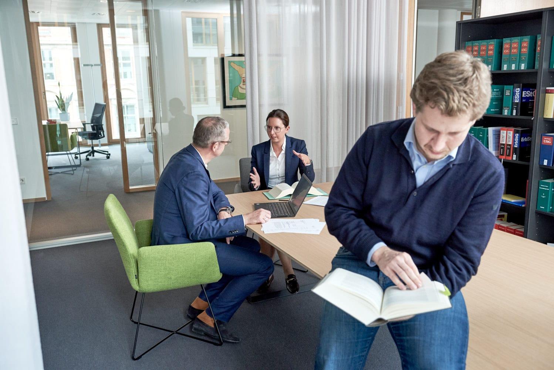 Corporate; Employer Branding; SMP; Law; Anwalt; Schnittker Möllmann Partners; Hamburg; Saskia Uppenkamp; Portrait; Fotograf; Fotografin; Berlin; Friedrichshain; Studio; On Location; Reportage